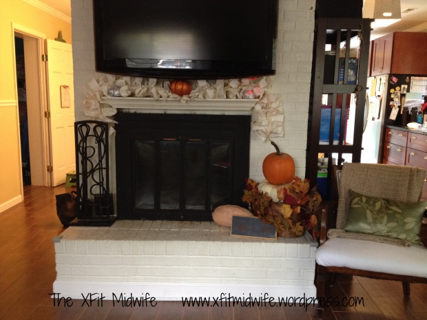 Mantle complete. I had everything on hand except for the pumpkins.
